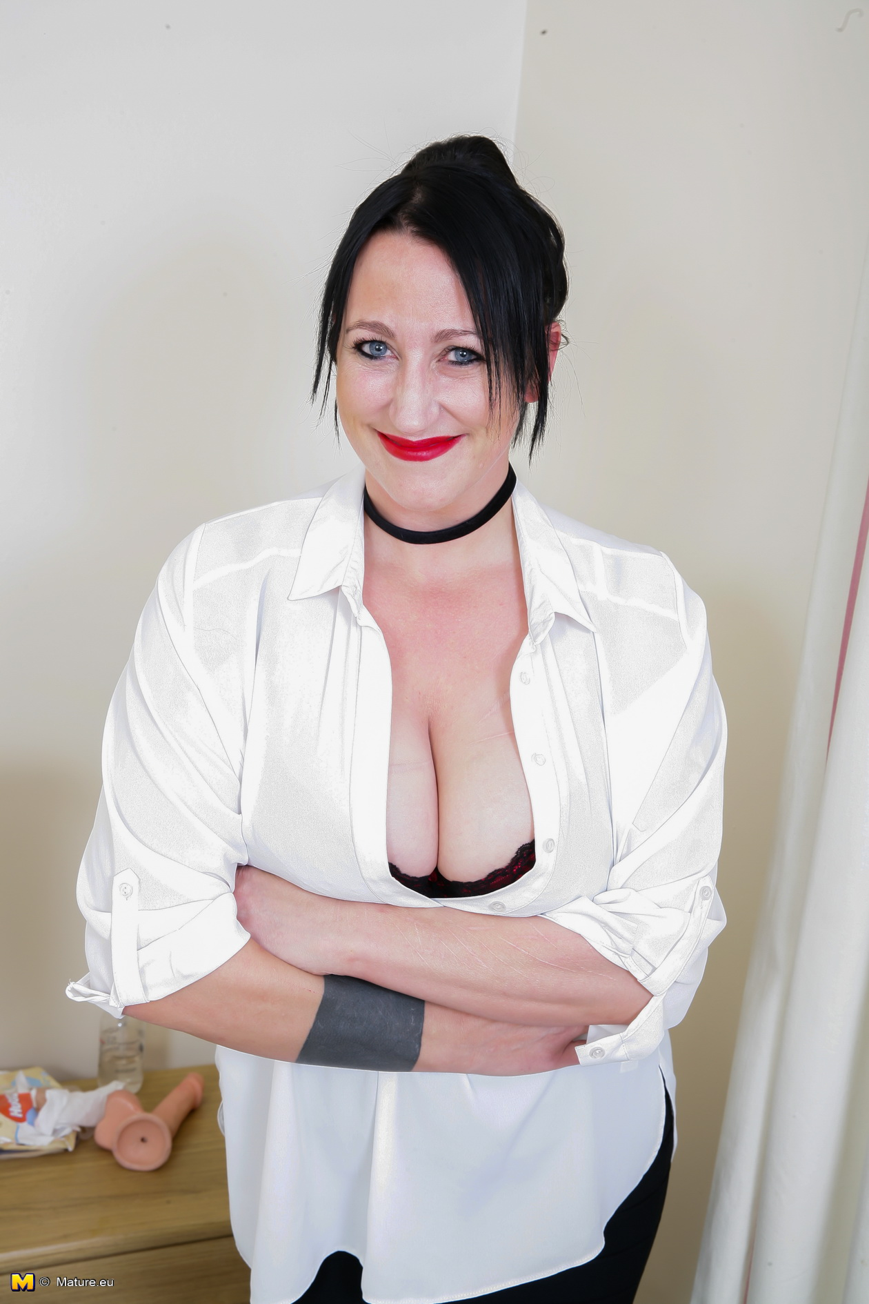 Big breasted mature lady playing with herself Free