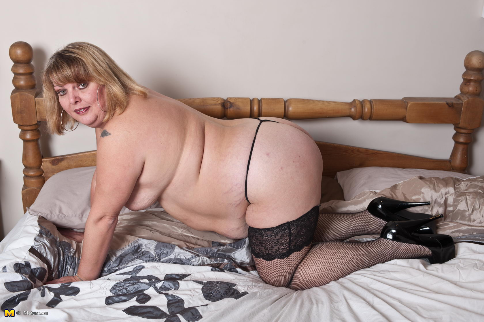 bbw mature shows her body and fucks
